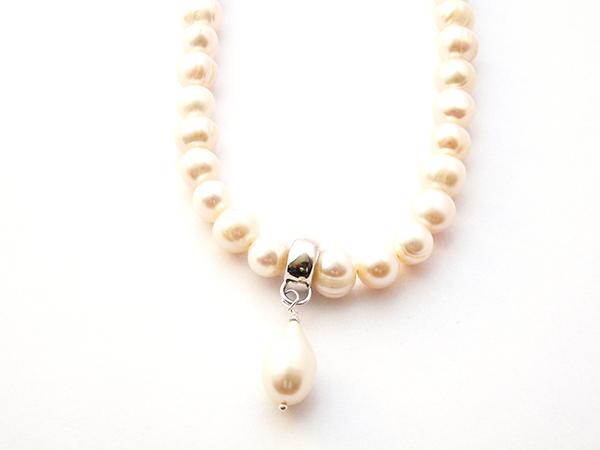Freshwater pearl teardrop necklace