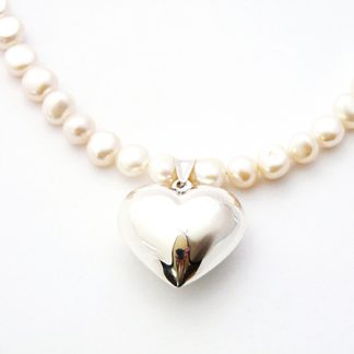 Cream freshwater pearl necklace with cushioned heart